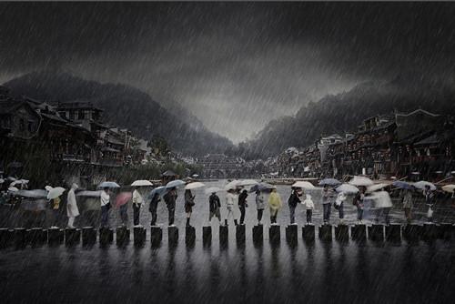《古城听雨》摄影作品问鼎索尼世界摄影奖