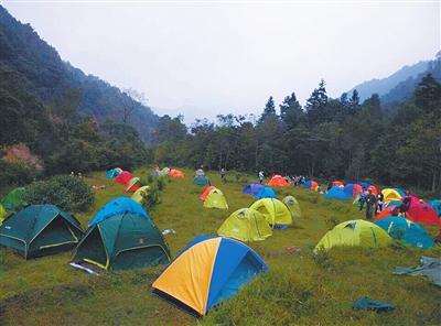 """700顶帐篷助阵金秀首届露营节 驴友们喊出""""要嗨更要环保"""""""