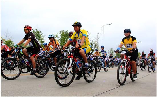2014环冠豸山自行车大赛在连城开赛(图)