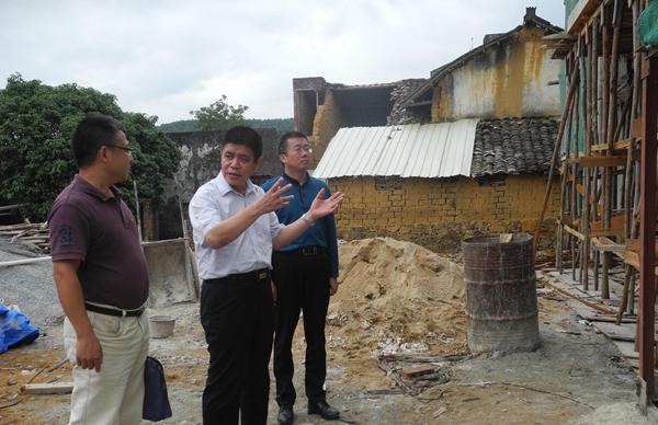 李向明、吴东文带队赴佳派村指导推进新时期精准扶贫精准脱贫工作